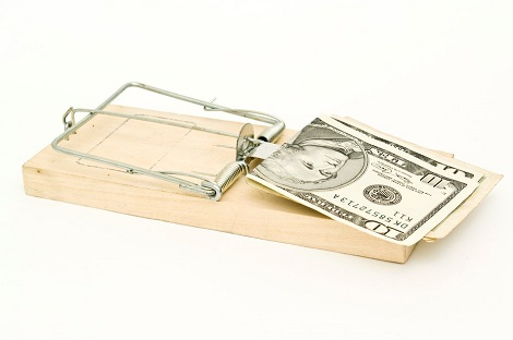 Mouse trap with dollars to depict online scams